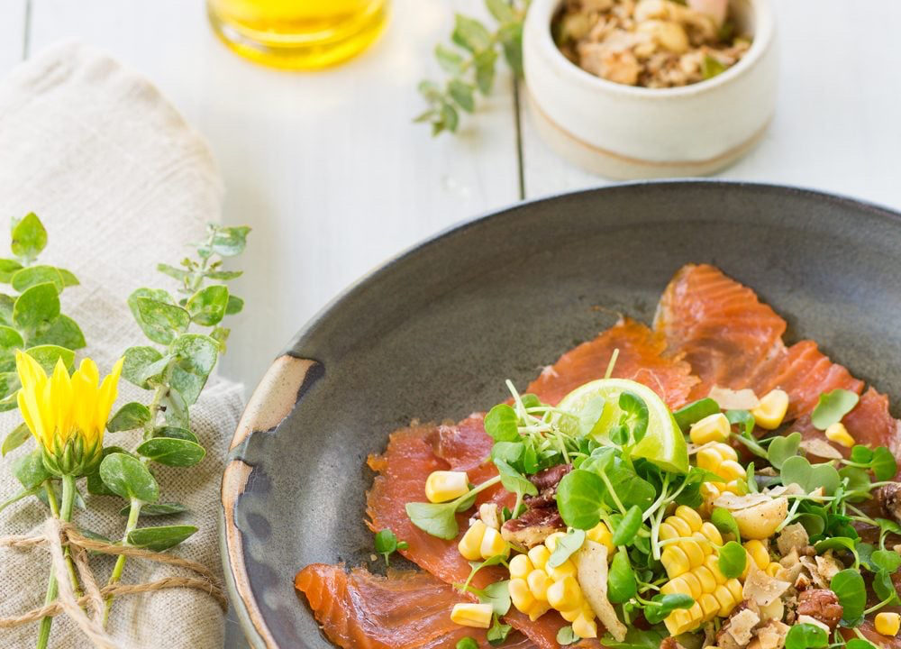 Powerfood with smoked salmon & corn