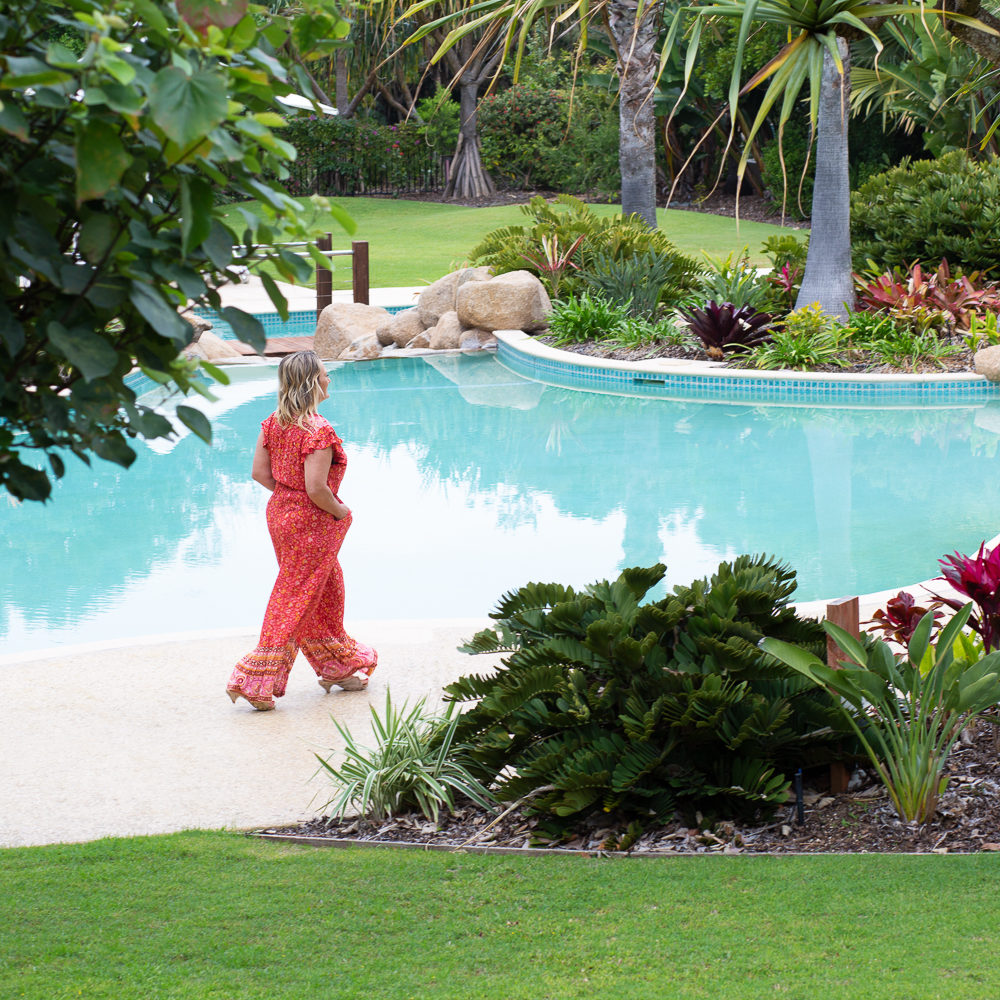 NellyleComte.photography.SamanthaGowing.spell.pool.walk
